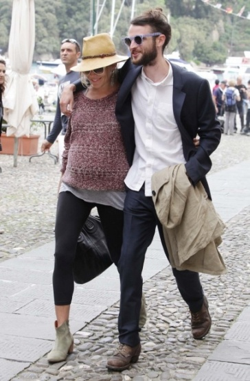 Sienna pregnant & boyfriend